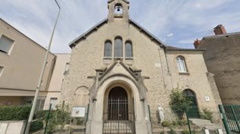 Maszk nélkül tartották a húsvéti misét Reimsben