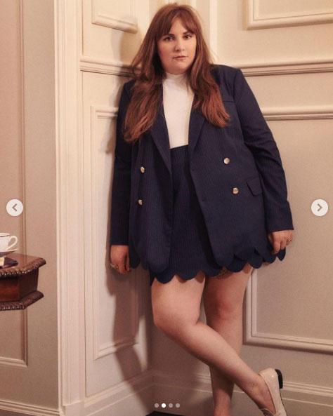 Lena Dunham az új kollekciójával be akarja bizonyítani, hogy egy teltebb nőnek sem kell lemondania arról, hogy divatosan és csinosan öltözködjön.