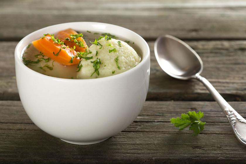 Sűrű zöldségleves habarás nélkül, egyszerűen és gyorsan: grízgombóccal még laktatóbb
