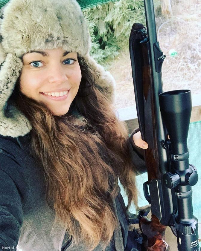 Fialová így is tett: márciusban elindította az oldalát, és egyetlen hét alatt másfél millió forintnyi bevételhez jutott.