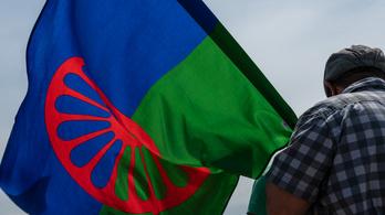 Ötven éve fogadták el a roma zászlót és himnuszt