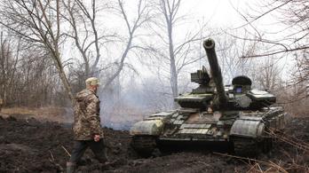Putyin ukrán provokációkról panaszkodott, Merkel szerint le kell állítani az orosz csapatösszevonást