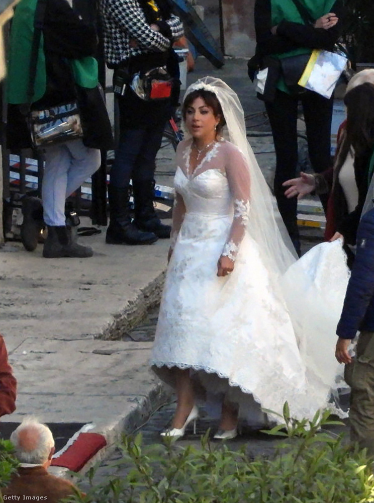 Na de most vissza Gagára, akinek menyasszonyi ruhás megjelenése is különösen jól sikerült.