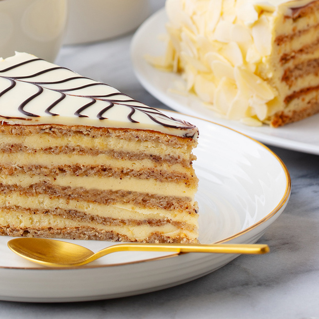 Fenséges, selymes krémmel töltött Eszterházy-torta: a mutatós desszert házilag készítve is mennyei