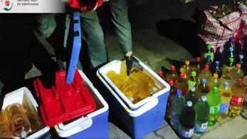 Négyszáz liter alkoholt csempésztek egy román kamionban