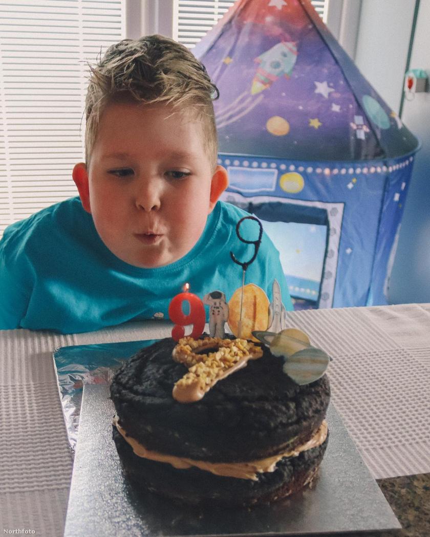 Noah 9-ik születésnapját ünnepelte, és hamarosan az iskolát is elkezdheti.