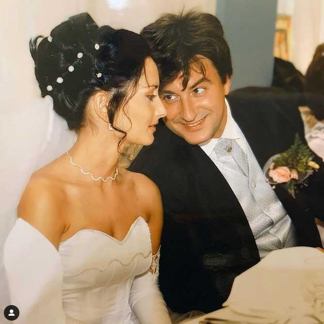 """""""Ez a fotó 17 évvel ezelőtt készült"""" - írta a színész a februárban, a Házasság hetén posztolt képhez."""
