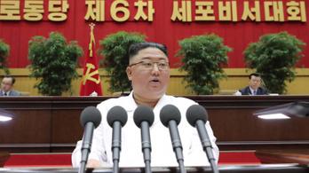 Még Kim Dzsongun is beismerte, hogy nagy a baj