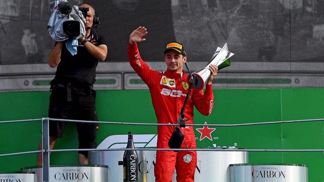 Ettől lehidalsz: ritka ajándékot kapott a Ferrari pilótája