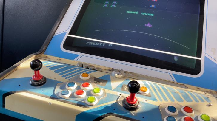 Jobb esetben csak a játékgépen találkozunk Game Overrel. Rosszabb esetben az akksi már menthetetlen