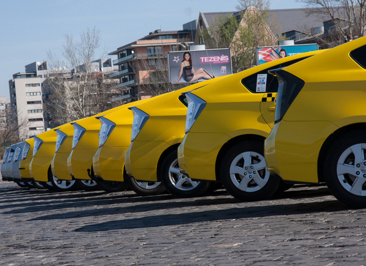 Természetesen a szép sárga taxisok jönnek, mert rengeteg Toyota fut taxi üzemben és ők különösen veszélyeztetettek az akkumulátor szempontjából