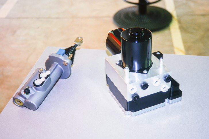 Íme az elektrohidraulikus fék, már 2000-ben
