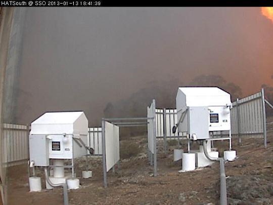 A HAT-South kamerái valószínűleg megúszták a tűzvész pusztítását, bár a sűrű füst biztosan nem használt nekik...