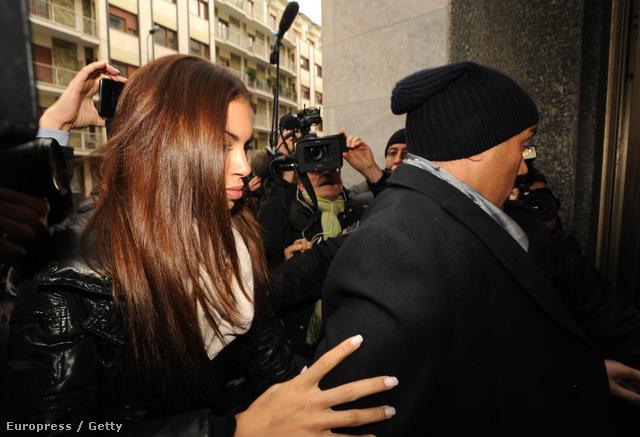 Karima El-Mahroug megérkezik a bíróságra