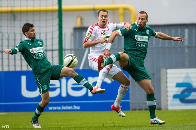 Pátkai Máté (b) és Takács Ákos (Győri ETO j) valamint Szakály Péter (DVSC) a labdarúgó OTP Bank Liga 16. fordulójában játszott Győri ETO FC - DVSC-TEVA mérkőzésen.