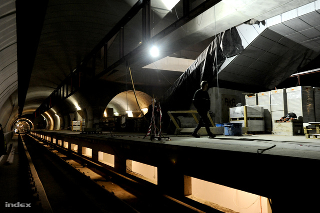 A belső beépítés a Gellért téren 70-75%-os. A boltíveket színes mozaikkal rakják majd ki.