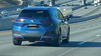 Közúton fotózták a BMW új villanyos SUV-jét