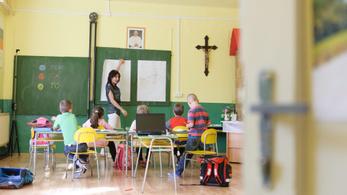 Szlovákia: az alsósok már járhatnak suliba