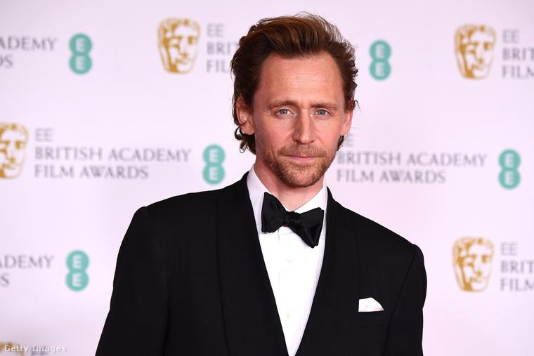 Tom Hiddleston, akit az utóbbi időben főleg Lokiként lehetett észlelni, és ez egy darabig így is lesz.