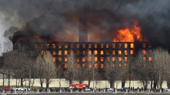 Lángol egy üzem Szentpéterváron
