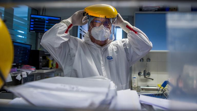 Merkely Béla: Legalább ötmilliós átoltottsággal fékezhető meg a járvány