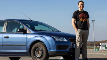 Közel voltunk a balesethez - mit bír a Ford Focus, ha hajtják?