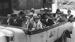 Alig 100 éve még a Gellért Szálló elől indult repülőjárat a Balatonra