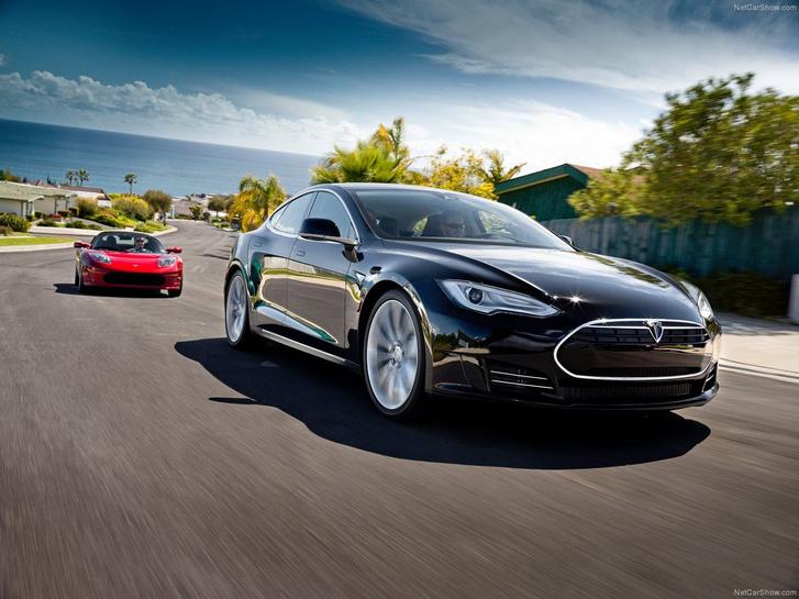 A Tesla Model S jött, látott és győzött. Holott mint autó messze volt a tökéletestől. De tudott még egy-két dolgot
