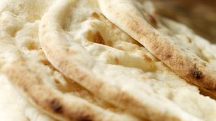 Joghurtos piták – fokhagymás vajjal és ragukba mártogatva is finom