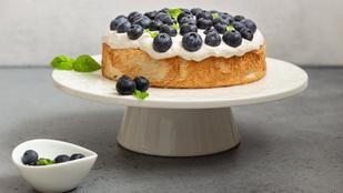Mandulás joghurtsüti – egy adag mandulalikőrrel elkevert sajtkrémmel a tetején tálald