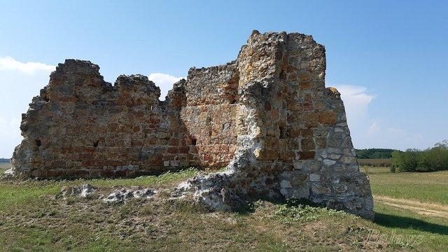 Lajosmizsei templomrom - középkori pusztatemplom romjai