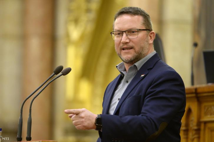 Ujhelyi István felszólal az Országgyűlés plenáris ülésén 2021. március 22-én.
