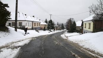 13 munkagép vette fel a harcot az áprilisi hóval a Bakonyban