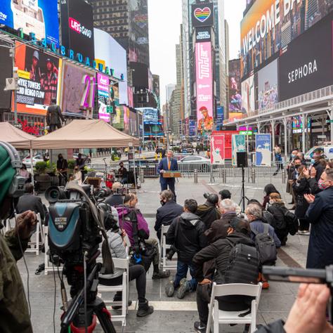 Az oltópont megnyitása a Times Square-en
