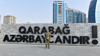 Azerbajdzsán kiállítást rendezett a meggyilkolt örmények sisakjaiból