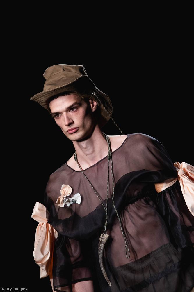 A Sergio Villasante bemutatóján egyértelmű lett, hogy nemcsak a nők divatjövőjét látják a tervezők áttetsző felsőkben.