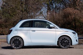 Nem nagyon fogy a Fiat villanyos 500-asa