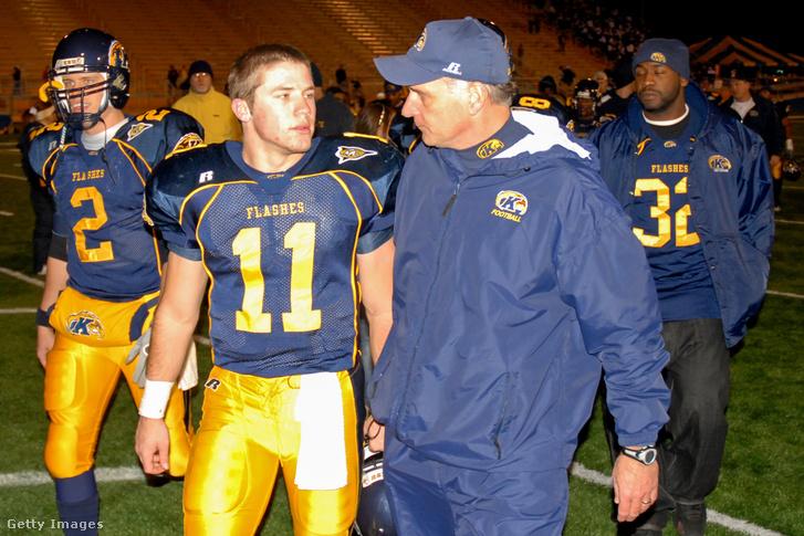 Egyetemi edzőjével, Doug Martinnal