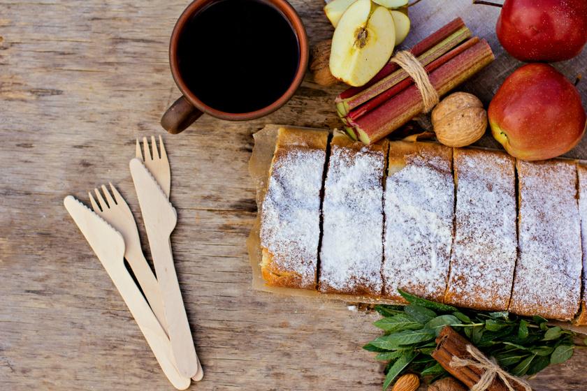 Pihe-puha almás, rebarbarás kevert süti: egyszerre puha és fanyar