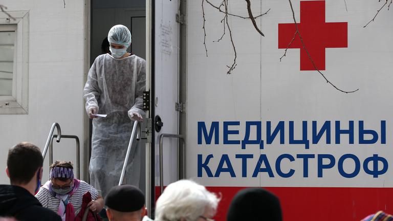 Ukrajna: 24 óra alatt csaknem félezer halott