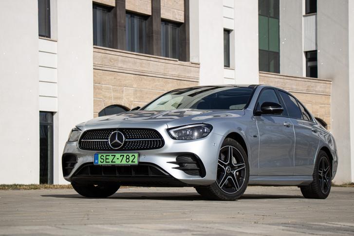 Klasszikus Mercedes, csak zöld a rendszáma