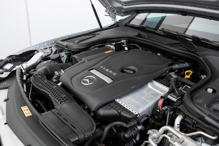 320 lóerő és 700 Nm nyomaték a rendszerteljesítmény