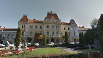 Nincs tolerancia, tisztelet: Székelyudvarhelyen elesett a magyar zászló