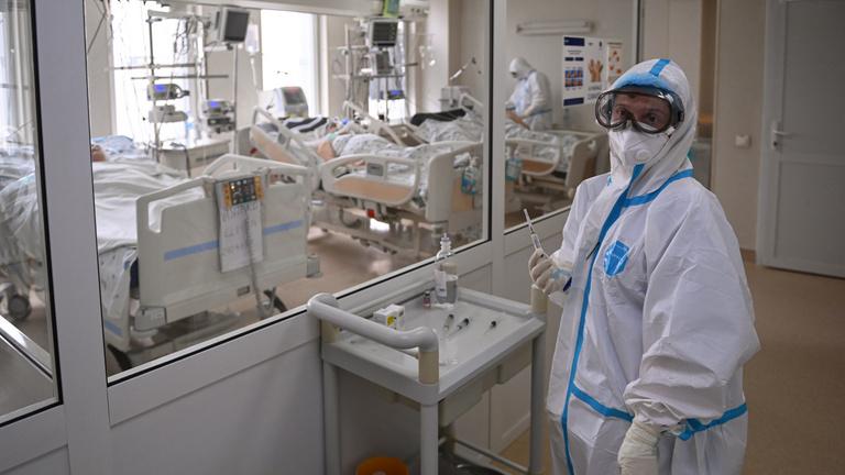 Románia: már 13 ezer fertőzöttet ápolnak kórházban