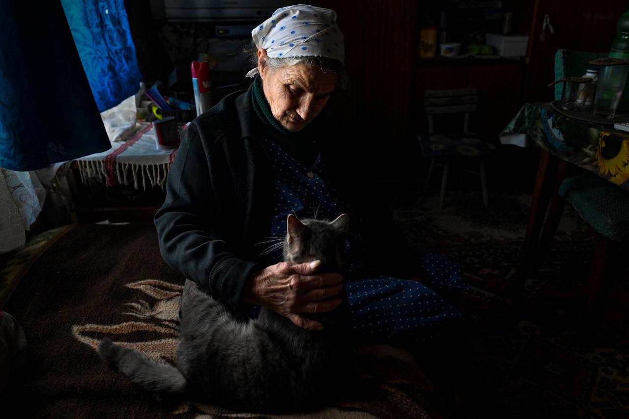 Mindennapi élet (sorozat) kategória 3. díj: Amióta a fiam meghalt, újra szívom - Viktória macskájával él együtt