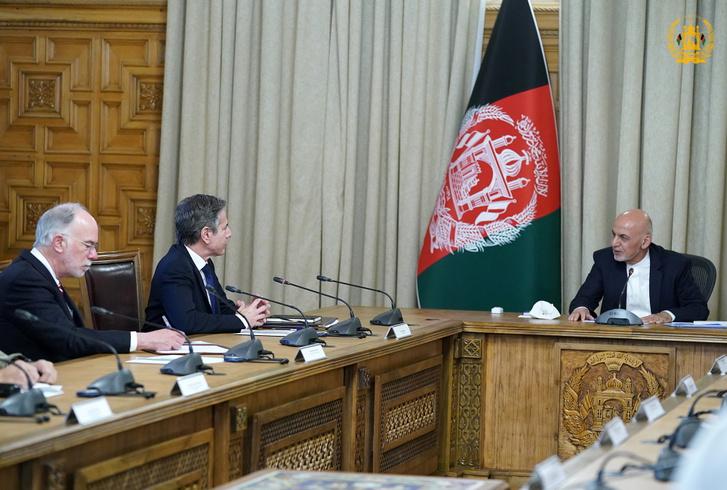 Antony Blinken amerikai külügyminiszter Asraf Gáni afgán elnökkel tárgyal Kabulban 2021 április 25-én