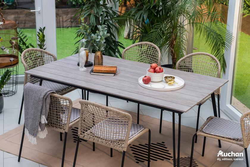 Lanza fahatású asztal és rattan székek