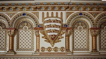 Épül az ország legnagyobb Zsolnay kandallója – galériával