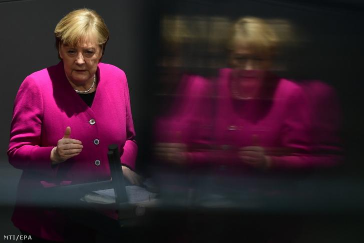 Angela Merkel német kancellár felszólal a német parlamenti alsóház, a Bundestag ülésén Berlinben 2021. március 25-én