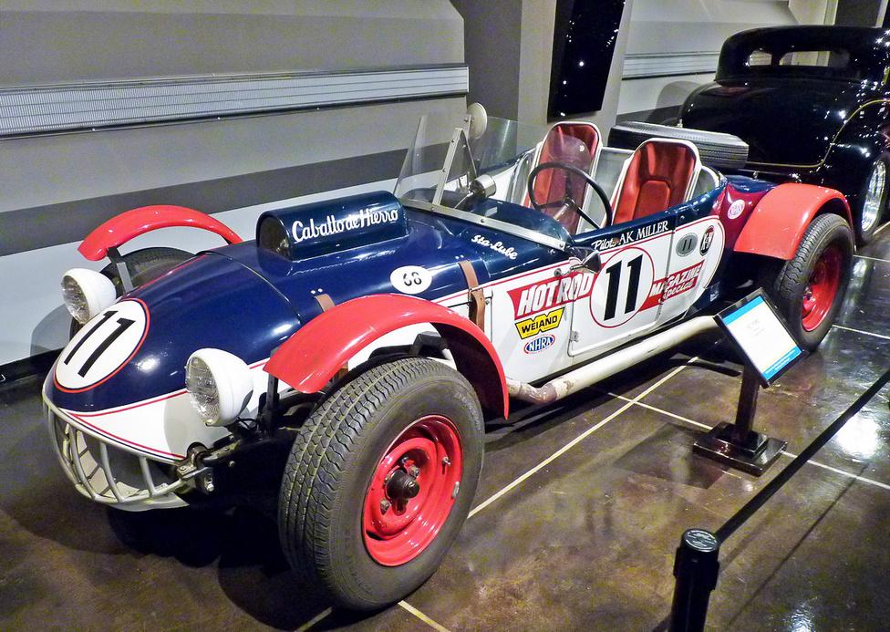 """A Carrera Panamericana versenyekre építette, és az európai gépek ellenfelének szánta az """"El Caballo de Hierro""""-t, azaz a Vaslovat 1953-ban a legendás rodder, Ak Miller. A 3300 mérföldes, gyilkos versenyben az 1927-es Ford alapjaira épített autó 1953-ban a nyolcadik, 1954-ben az ötödik helyen végzett az ötvenes években a világ legveszélyesebbjének tartott versenyen."""
